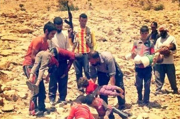 Yazidis fleeing from the Islamic State to Mount Sinjar, carrying their children