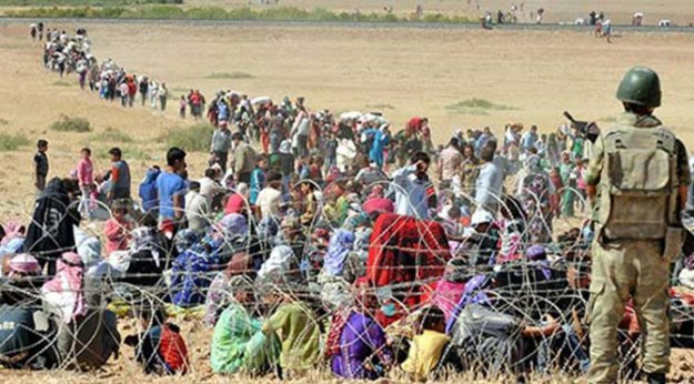Syrian Kurdish refugees at the Turkish frontier