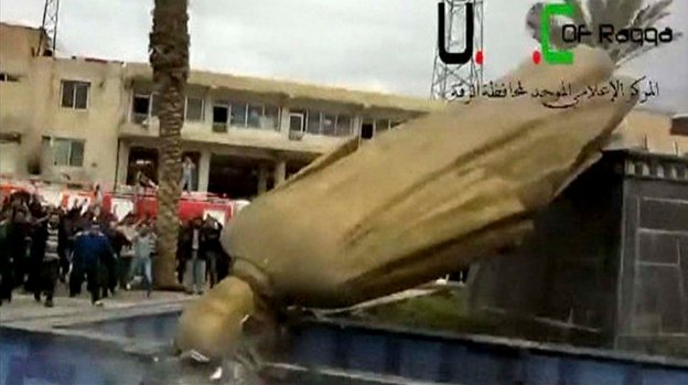 Statue of Hafez al-Assad pulled down in Raqqa City, March 4, 2013
