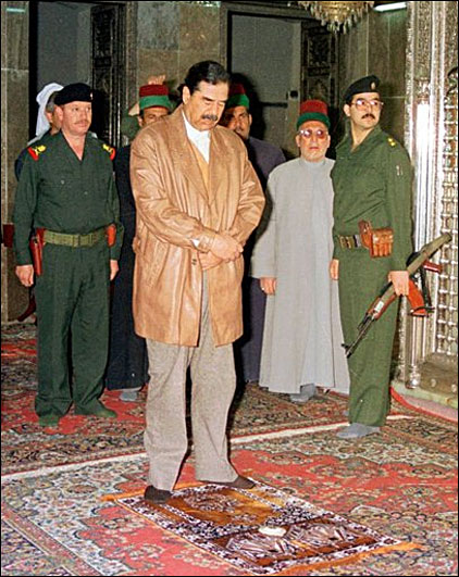 Saddam Hussein prays at a mosque in Samarra, March 12, 1998 (AP Photo)