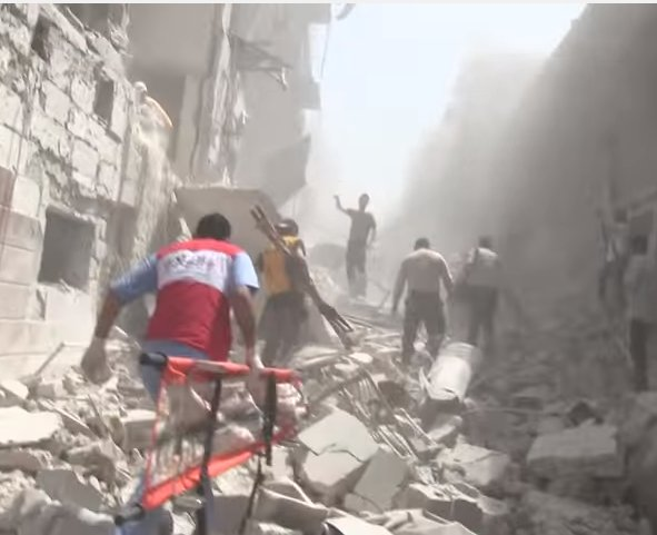 Aftermath of an airstrike by the pro-Assad coalition in Kalasa, Aleppo, 28 April 2016